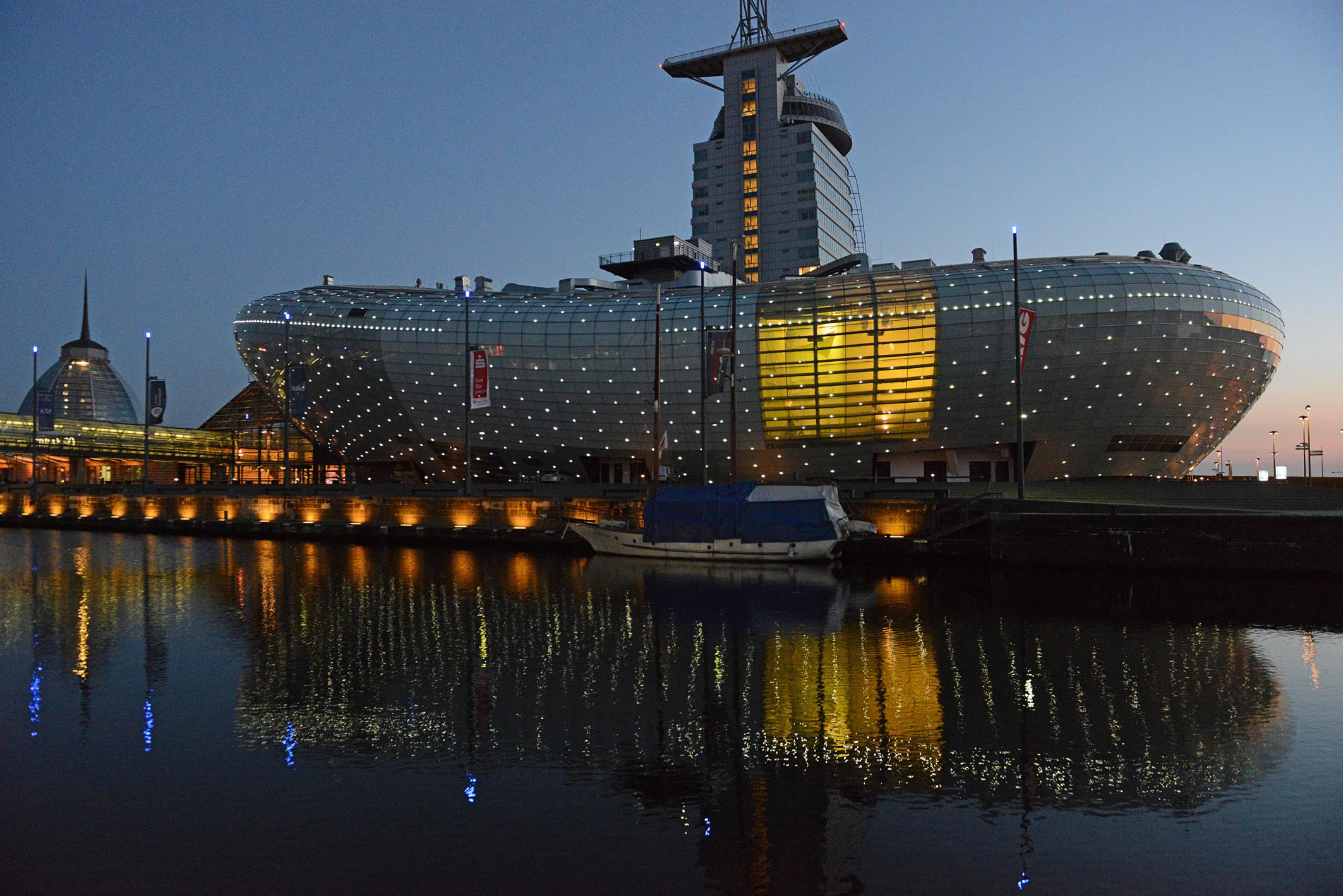 Bremerhaven, Klimahaus in Blauer Stunde